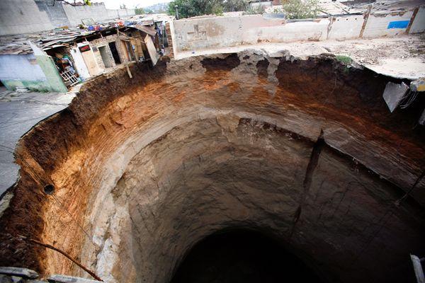 Guatemalan sink hole. Portal.