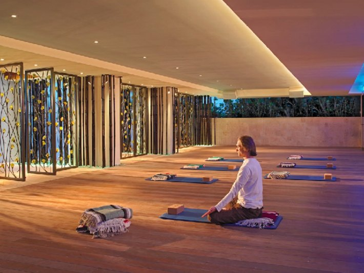Elegant-Yoga-Studio-Boutique-Hotel-Interior-Design-of-Canyon-Ranch-Hotel-and-Spa-Miami-Beach-Florida
